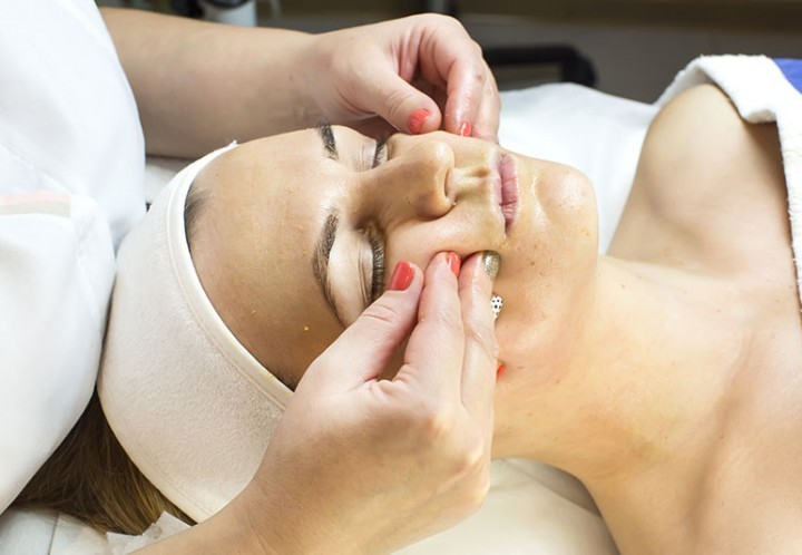 Using Bel Mondo Bio Cellulose Masks after a chemical peel