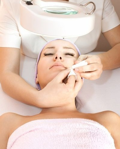 What should you look for in a facialist/esthetician?